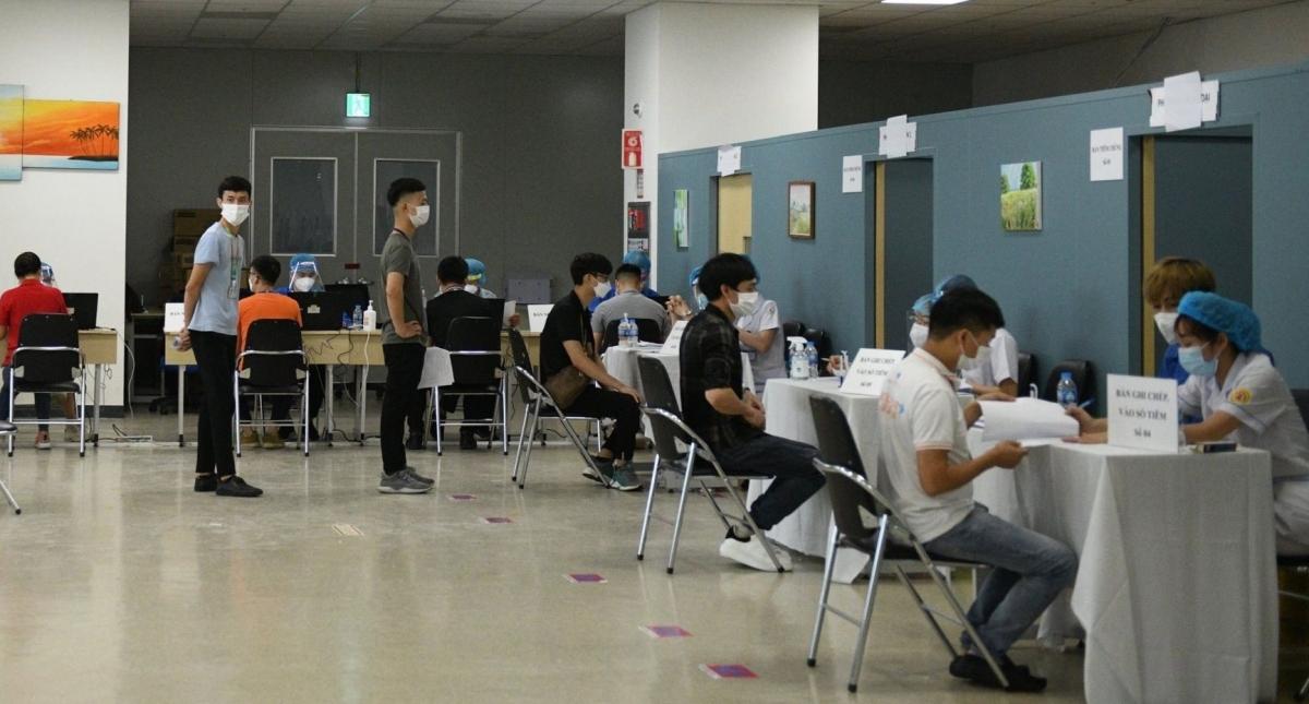 Ngày 1/6, 15.000 công nhân Samsung bắt đầu được tiêm vaccine COVID-19.