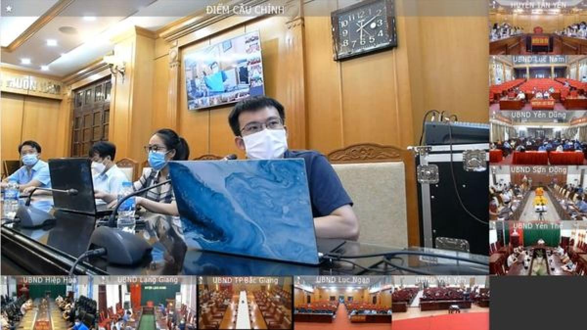 Các chuyên gia của Bộ Y tế tập huấn online cho các huyện của Bắc Giang.