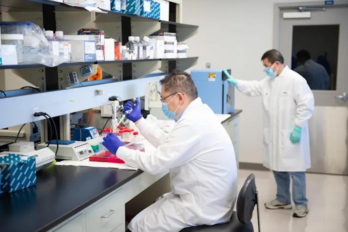 Công ty công nghệ sinh học Altimmuneđang nghiên cứu phát triển một loại vaccine Covid-19 không dùng kim tiêm. Ảnh: USA Today