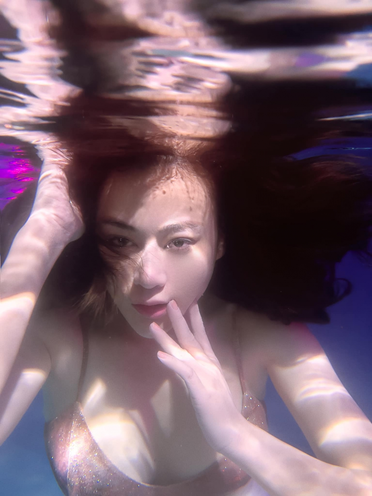 Bộ ảnh được thực hiện dưới nước của Phương Oanh cũng nhận được nhiều lời khen bởi vẻ xinh đẹp, liêu trai của nữ diễn viên./.