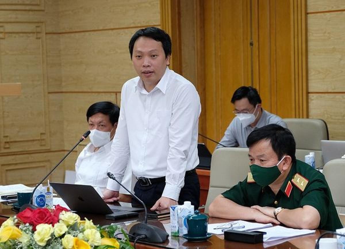 Thứ trưởng Bộ Thông tin và Truyền thông Nguyễn Huy Dũng phát biểu tại cuộc họp.
