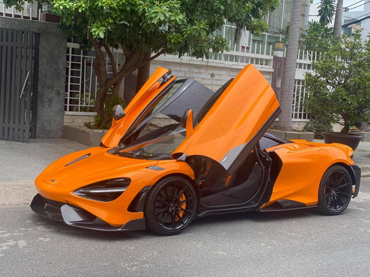 Chiếc McLaren 765LT thứ tư tại Việt nam mang màu sơn McLaren Orange tương tự như chiếc đầu tiên nhưng có sự khác biệt.