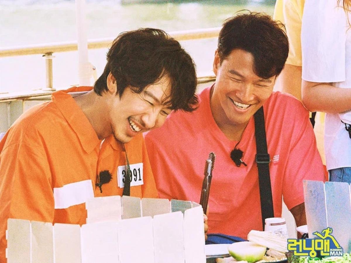 """Dù nhiều lúc trêu chọc nhau nhưng Kim Joong Kook và Lee Kwang Soo là đôi bạn thân thiết trong """"Running Man"""""""