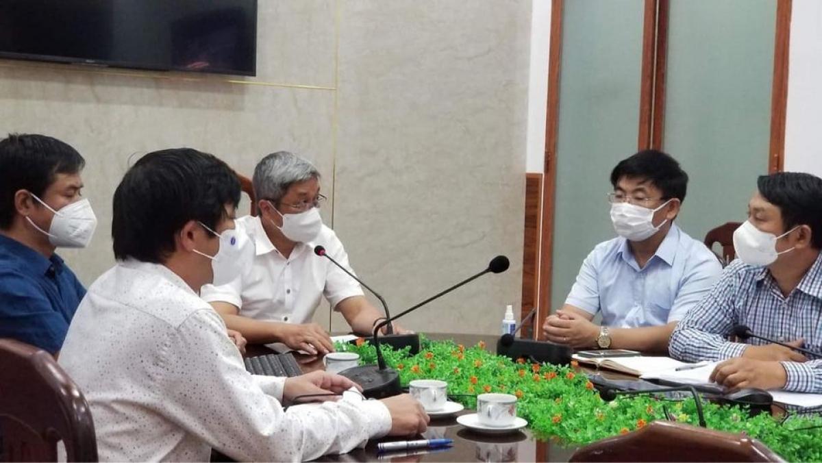 Thứ trưởng Nguyễn Trường Sơn cùng Bộ phận thường trực đặc biệt của Bộ Y tế tập huấn chống dịch trong KCN cho 20 tỉnh, thành phía Nam.