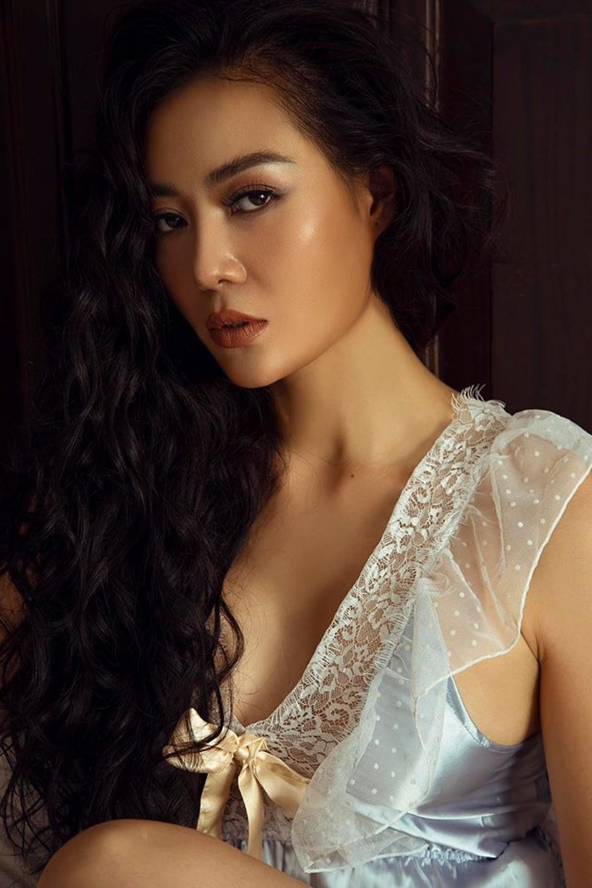 Ngoài đời, Thanh Hương sở hữu thân hình nóng bỏng và gương mặt đẹp sắc sảo, cá tính.