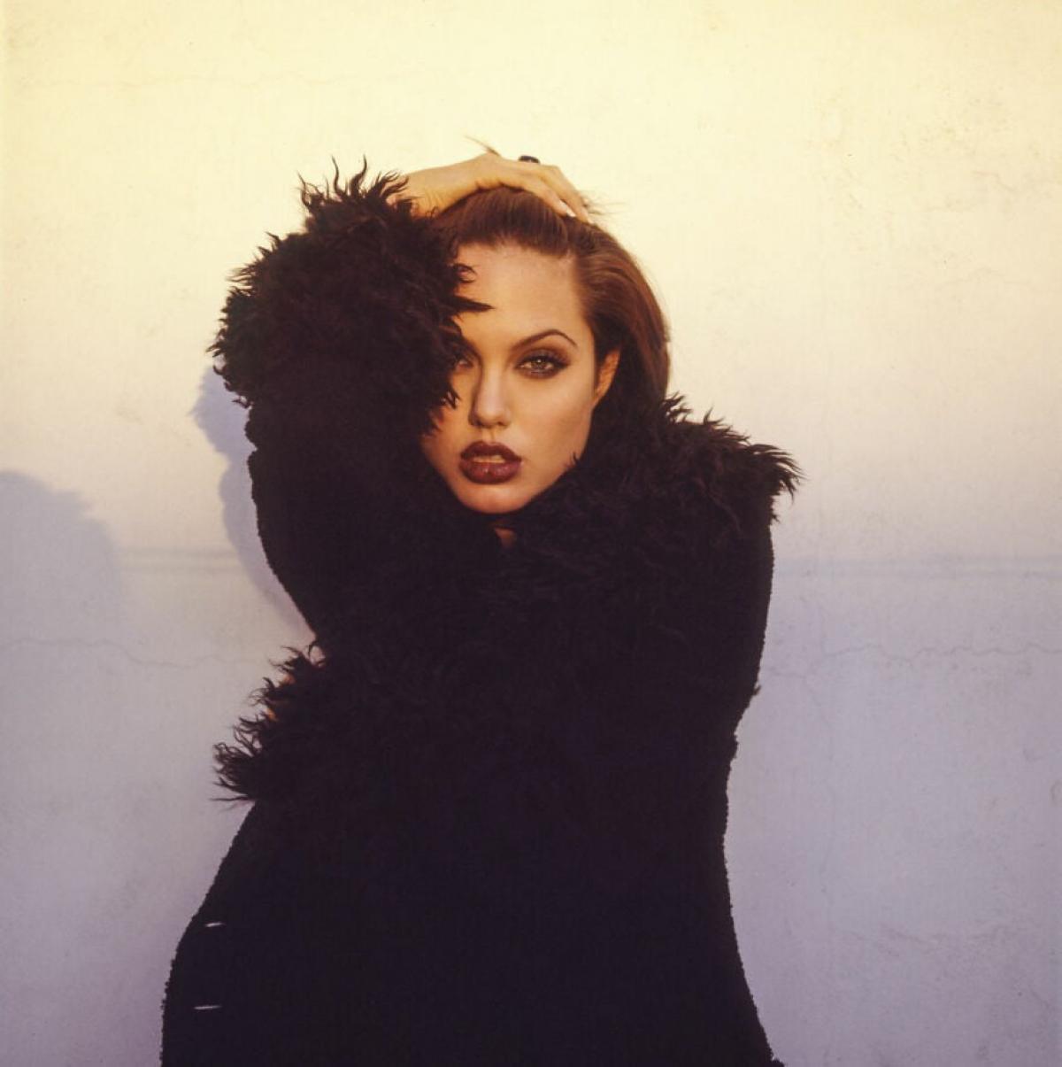 Trong loạt ảnh này,Angelina Jolie đã chứng minh vì sao cô là một trong những siêu sao quyến rũ nhất Hollywood.