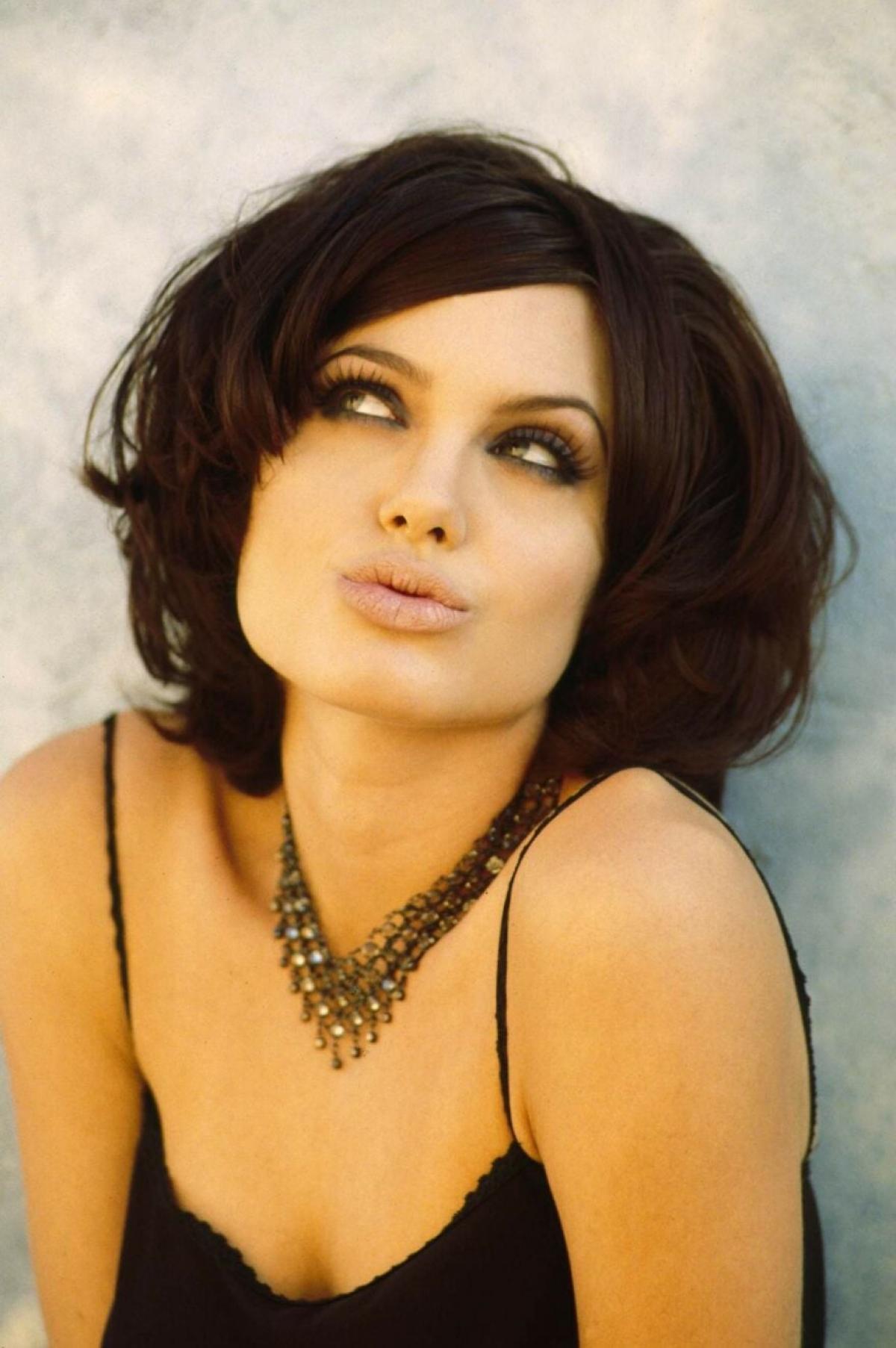 Năm 1995 đánh dấu bước ngoặt lớn trong sự nghiệp của Angelina Jolie khi cô có được vai chính trong bộ phim tội phạm Hackers của Iain Softley.