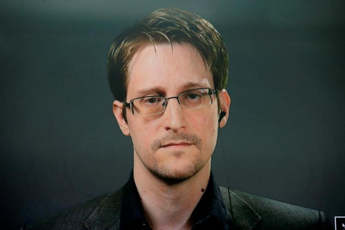 Edward Snowden bày tỏ ý kiến trước cái chết của McAfee.