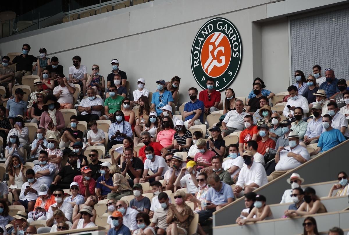 Tối 12/6, trận chung kết đơn nữRoland Garros 2021 diễn ra dưới sự chứng kiến của đám đông khán giả được phép vào sân đấuPhilippe Chatrier.