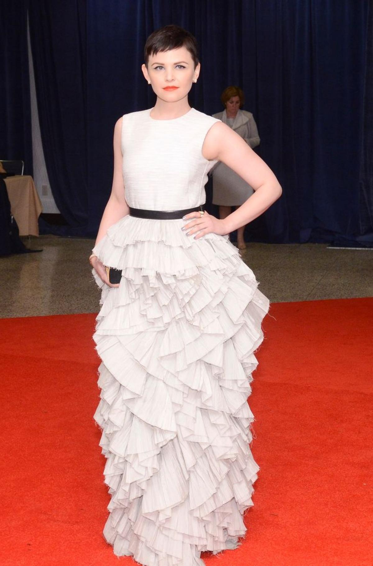 Ginnifer Goodwin xinh đẹp trong chiếc váy xếp tầng bồng bềnh đến từ thương hiệu H&M.