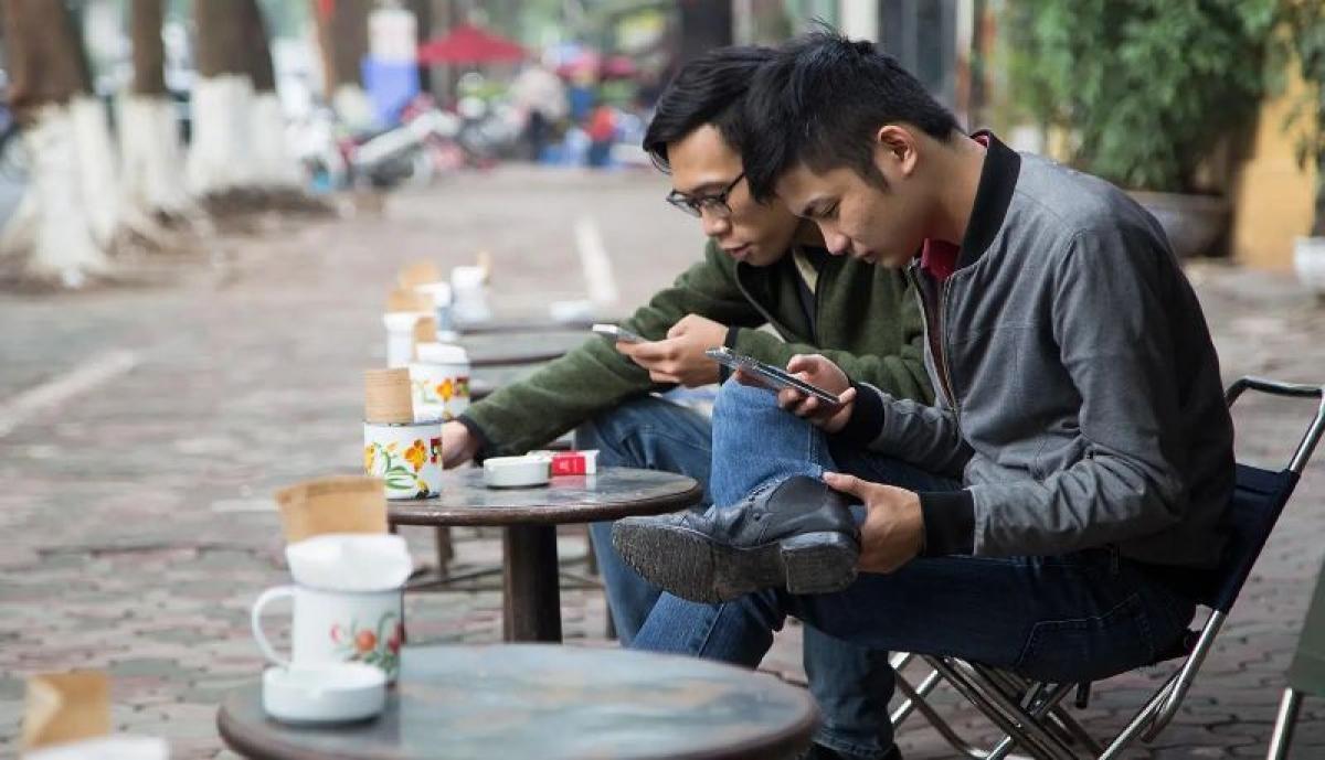 Tỷ lệ người dùng sử dụng smartphone tại Việt Nam đứng thứ 9 với 63,1% - Ảnh minh họa
