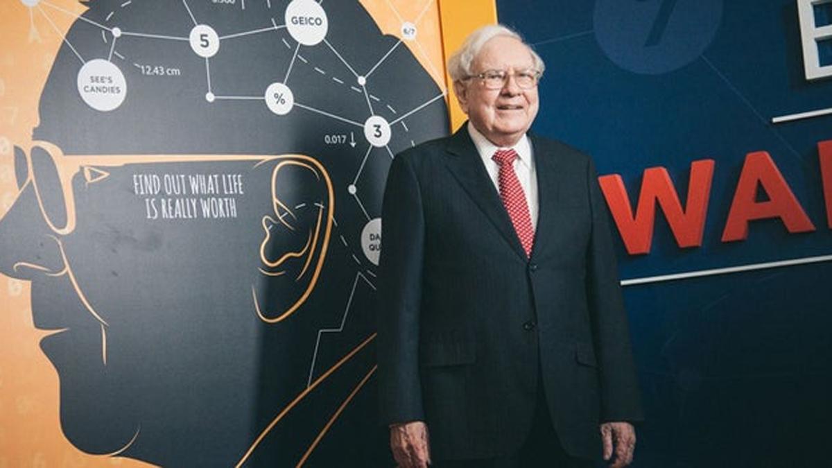 Warren Buffett - Chủ tịch Berkshire Hathaway - là một nhà đầu tư lừng danh thế giới. Ông liên tục nằm trong top 10 tỷ phú giàu có nhất hành tinh trong nhiều năm liền.