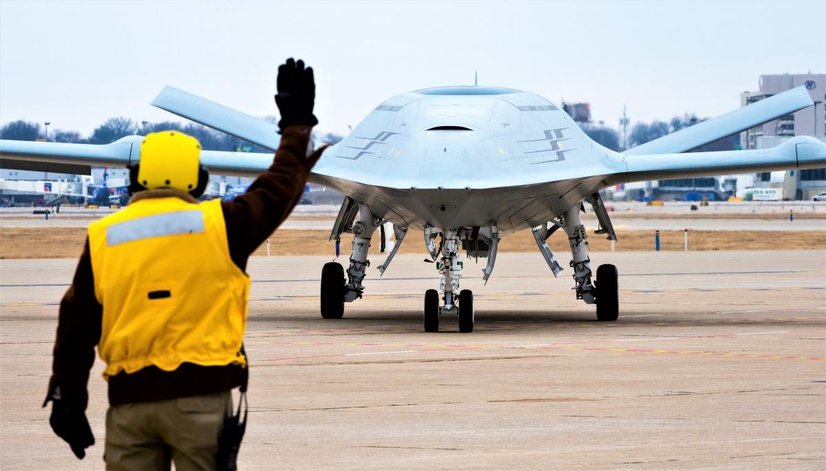 MQ-25 Stingray được thiết kế cho mục đích tiếp nhiên liệu trên không, tình báo, giám sát và trinh sát; Nguồn: wikipedia.org