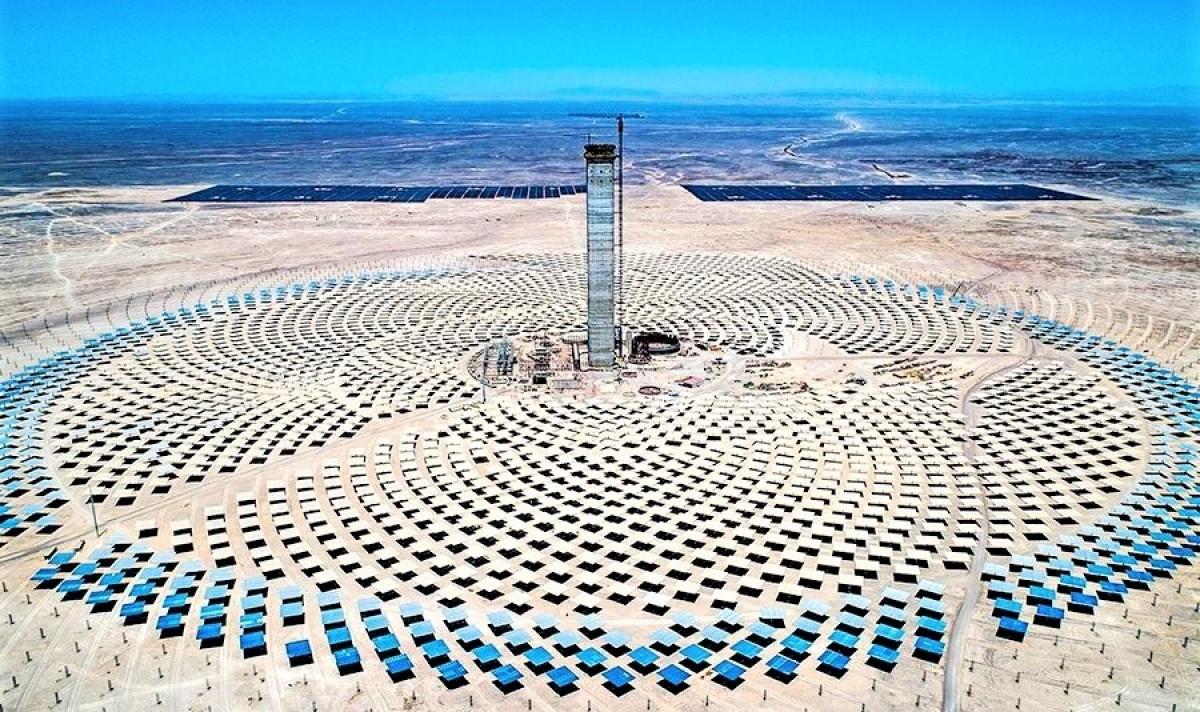Dự án Cerro Dominado kết hợp nhà máy điện mặt trời tập trung CSP và quang điện. Ảnh: latercera.com