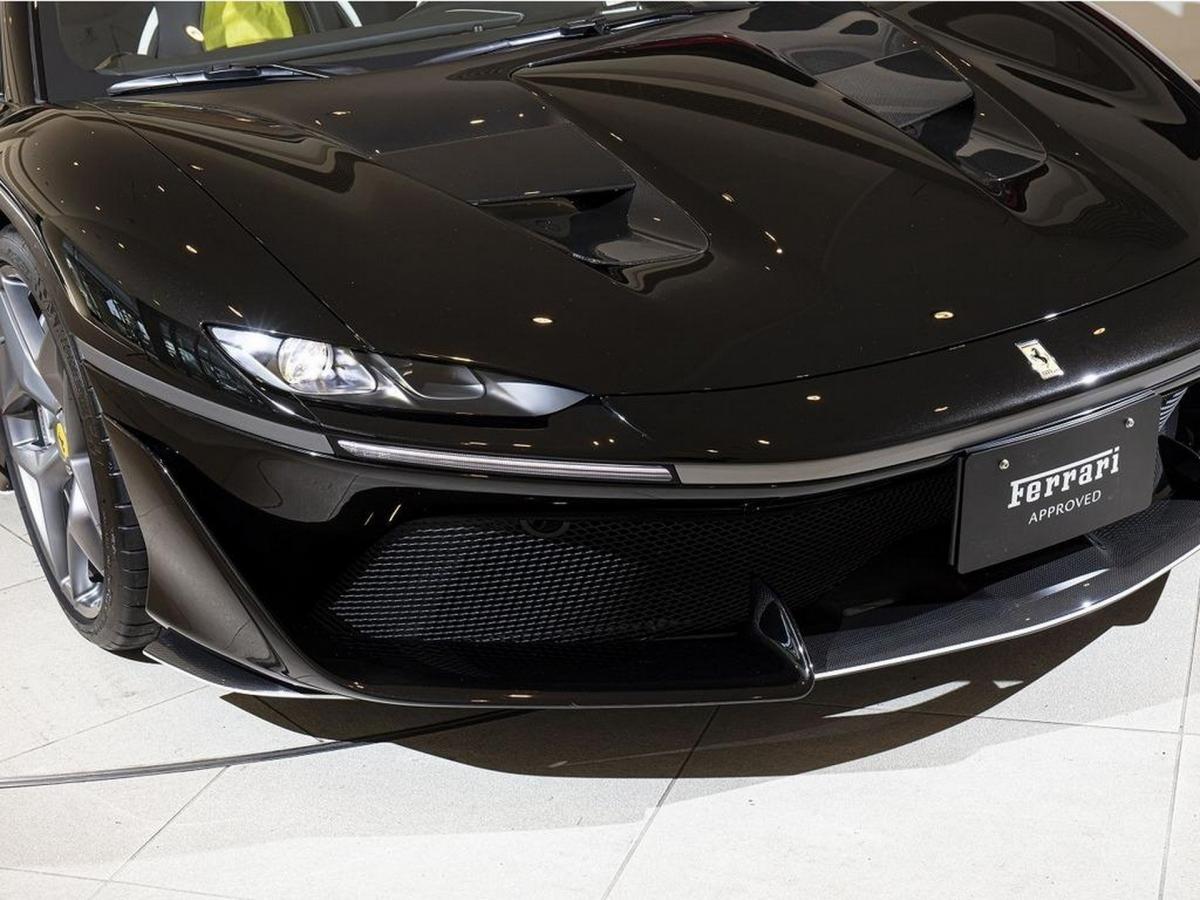 """Tên xe ghép từ chữ cái đầu của từ """"Japan"""" (""""Nhật Bản"""" trong tiếng Anh) và con số biểu thị khoảng thời gian tính bằng số năm Ferrari chính thức hiện diện ở Nhật Bản lúc bấy giờ."""