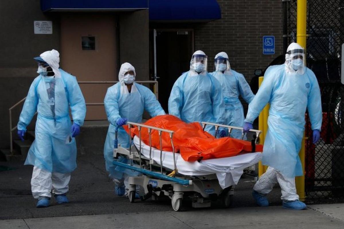 2 đại dịchHIV/AIDSvà Covid-19 đã cướp đi sinh mạng của hàng triệu người trên toàn cầu. Ảnh: Getty