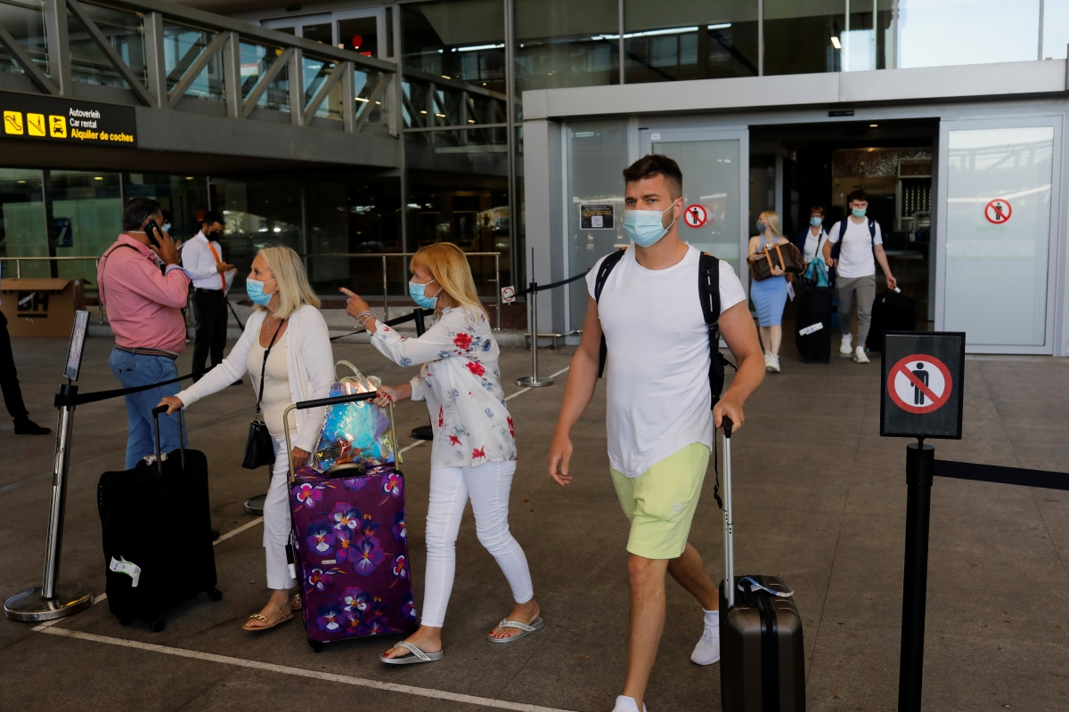 Du khách đến Tây Ban Nha ngày 7/6, tại sân bay ở thành phố Malaga. Nguồn: Reuters