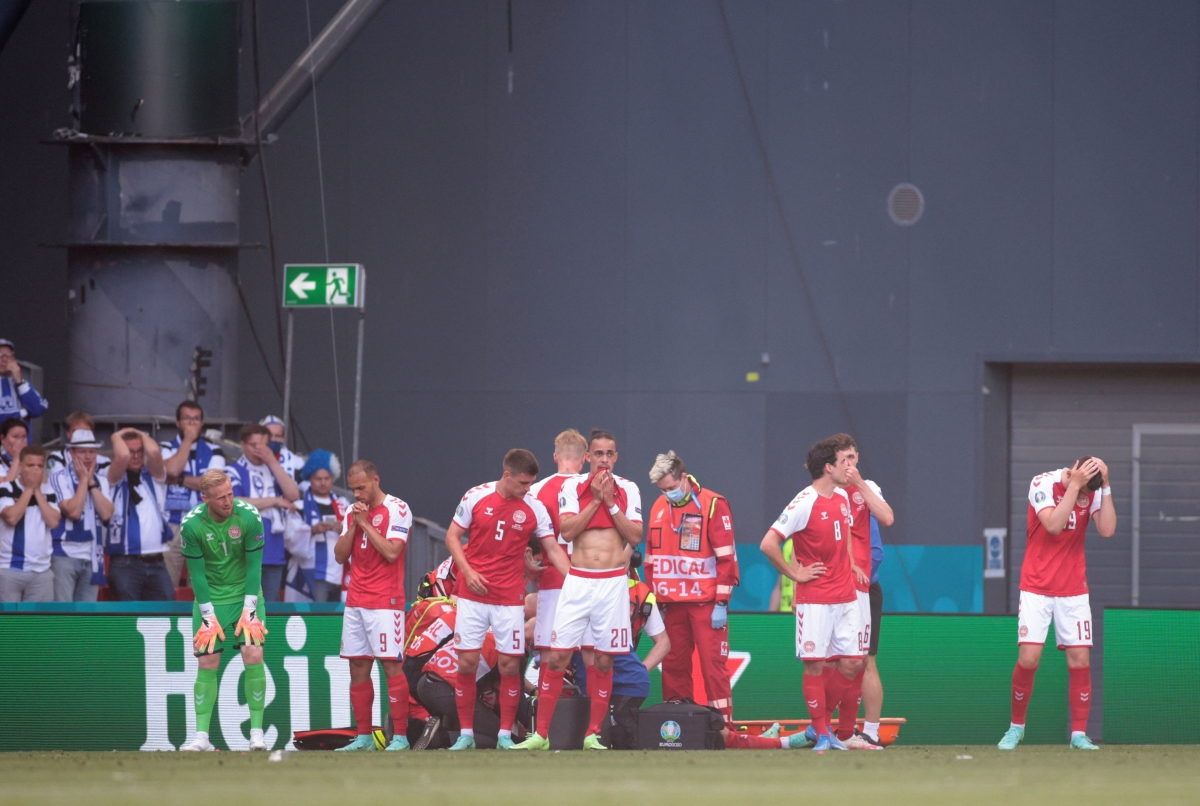 Nước mắt đã rơi trên khuôn mặt các cầu thủ Đan Mạch... (Ảnh: Reuters).