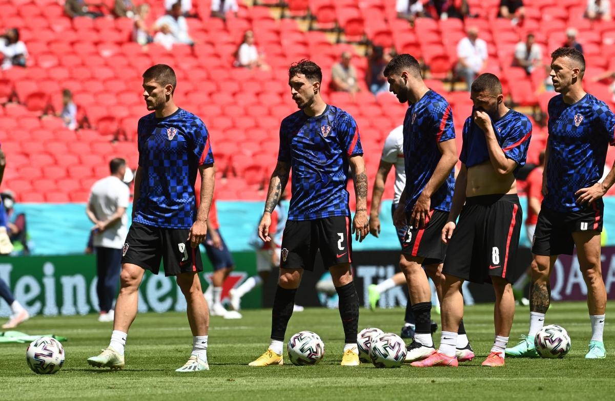 Các cầu thủ Croatia khởi động trước giờ G. (Ảnh: Reuters).