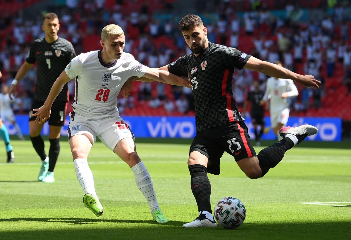 Các cầu thủ Croatia đang chống trả sức ép liên tục từ ĐT Anh. (Ảnh: Reuters).