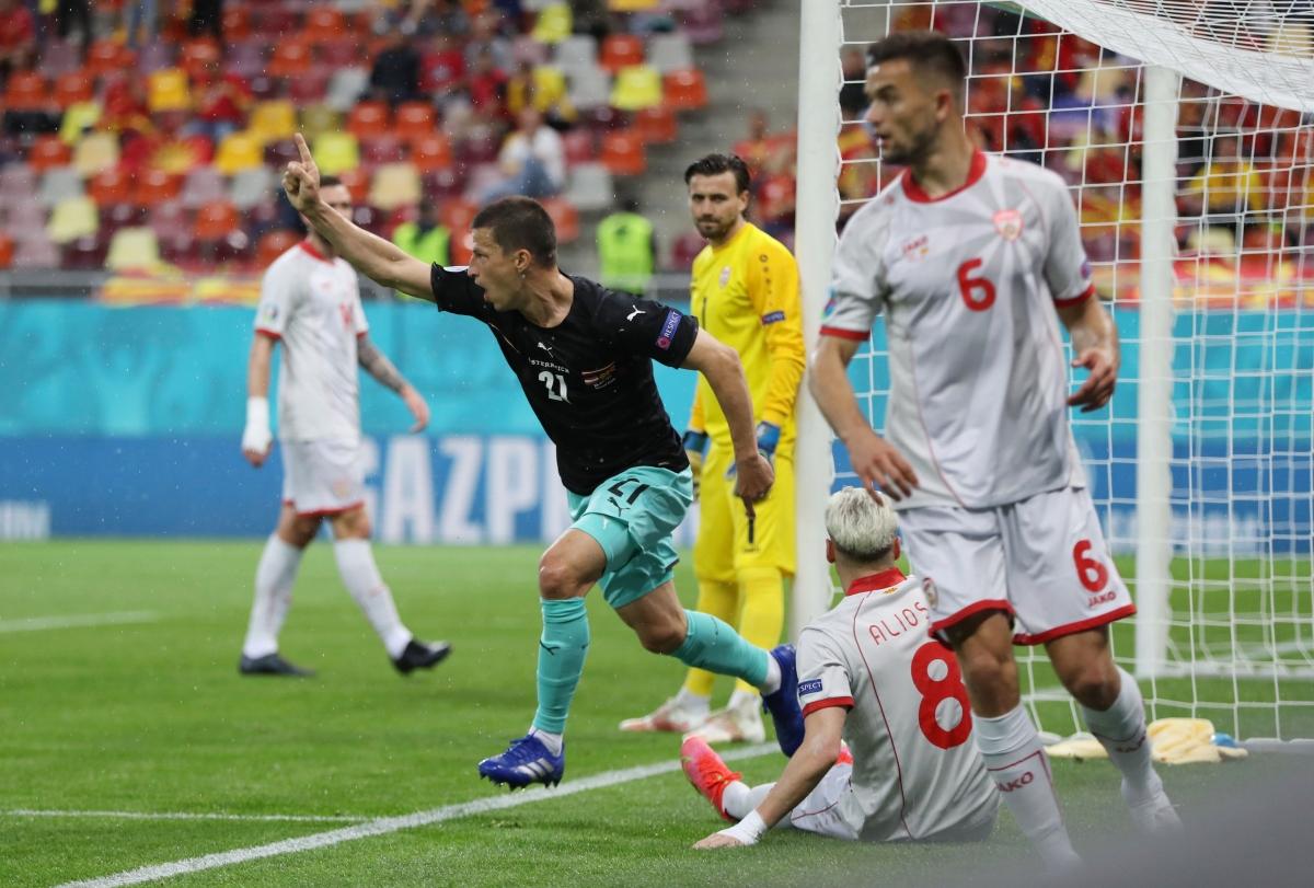 Lainer mở tỷ số cho Áo ở phút 18 sau pha phối hợp mẫu mực. (Ảnh: Reuters)