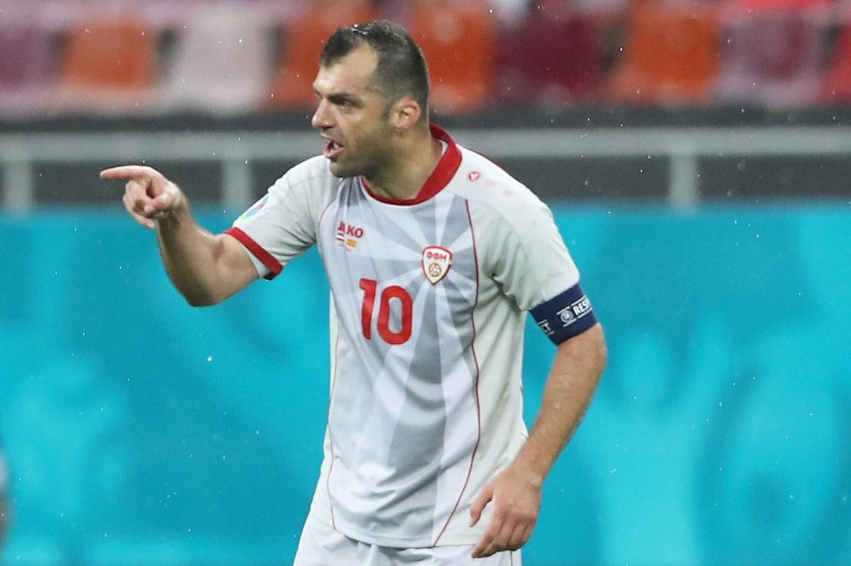 Pandev gỡ hòa cho Bắc Macedonia. (Ảnh: Reuters)