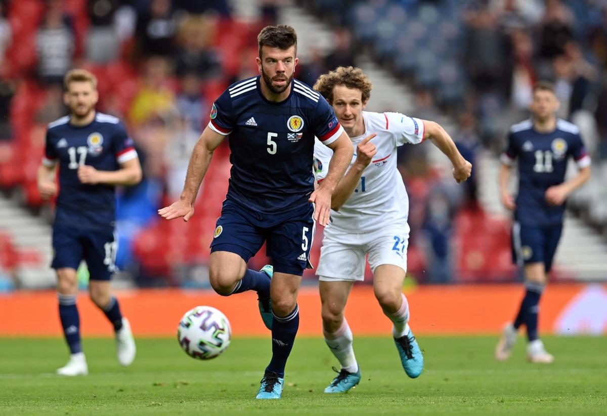 CH Séc (áo trắng) chơi lép vế trước Scotland (Ảnh: Reuters).