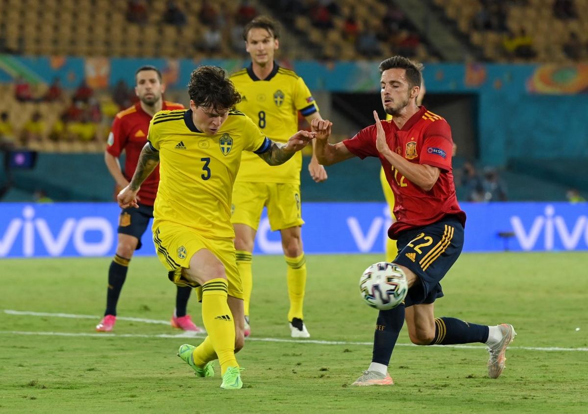 """Tây Ban Nha bất lực trước """"chiếc xe buýt"""" màu vàng (Ảnh: Reuters)."""