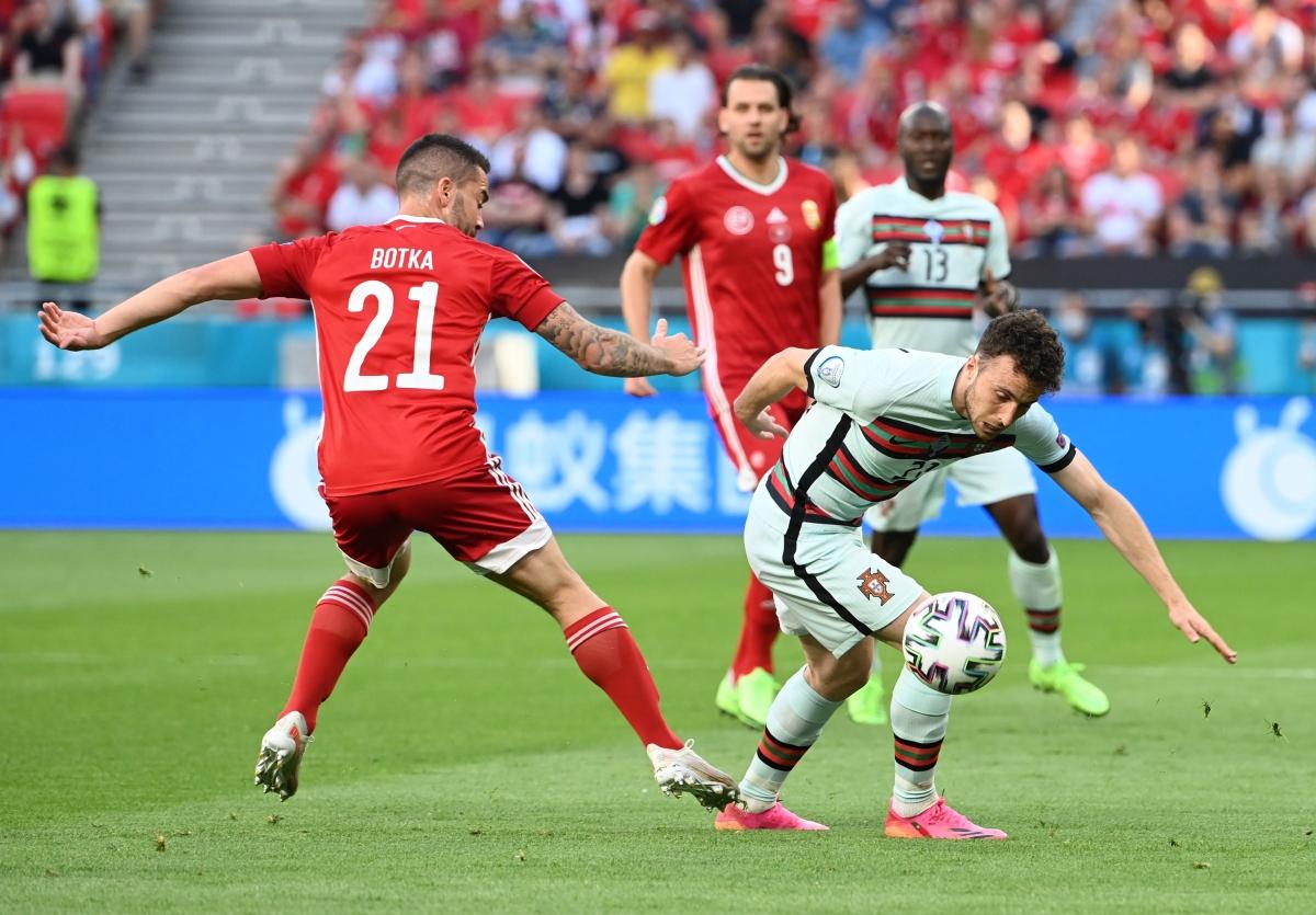 Diogo Jota có 2 cơ hội ghi bàn, nhưng không tận dụng thành công (Ảnh: Reuters).