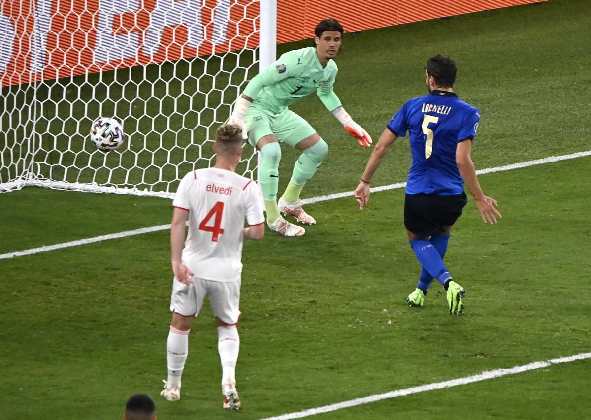 Bàn thắng dễ dàng của Locatelli. (Ảnh: Reuters).