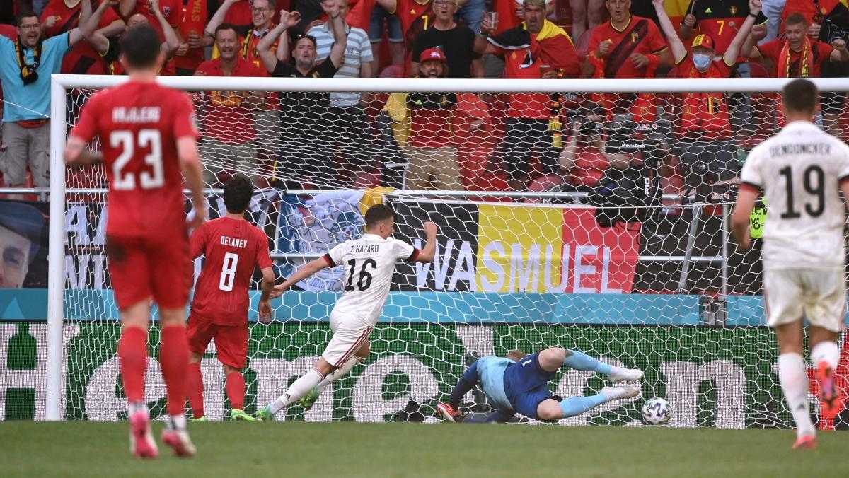 De Bruyne kiến tạo cho Thorgan Hazard gỡ hòa. (Ảnh: Reuters)