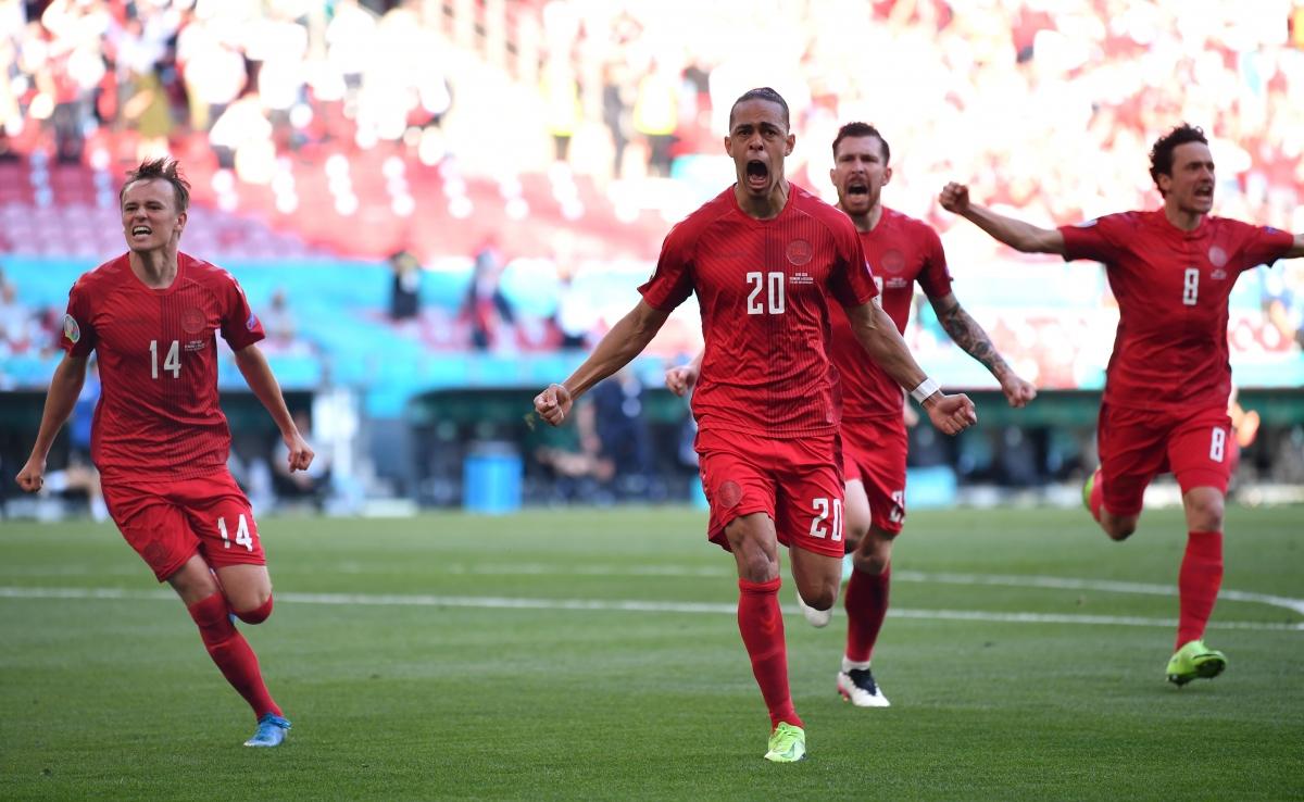 Theo thống kê của Opta, Poulsen (1 phút 39 giây) là tác giả bàn thắng nhanh thứ hai trong lịch sử EURO, chỉ kém Kirichenko (1 phút 5 giây) ở trận Nga gặp Hy Lạp năm 2004. (Ảnh: Reuters)