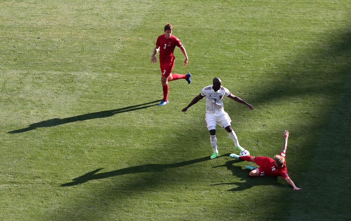 Bỉ thi đấu bế tắc và Lukaku mất hút trên sân. (Ảnh: Reuters)