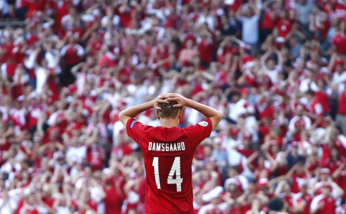 Sự tiếc nuối của Damsgaard và các cổ động viên chủ nhà. (Ảnh: Reuters)