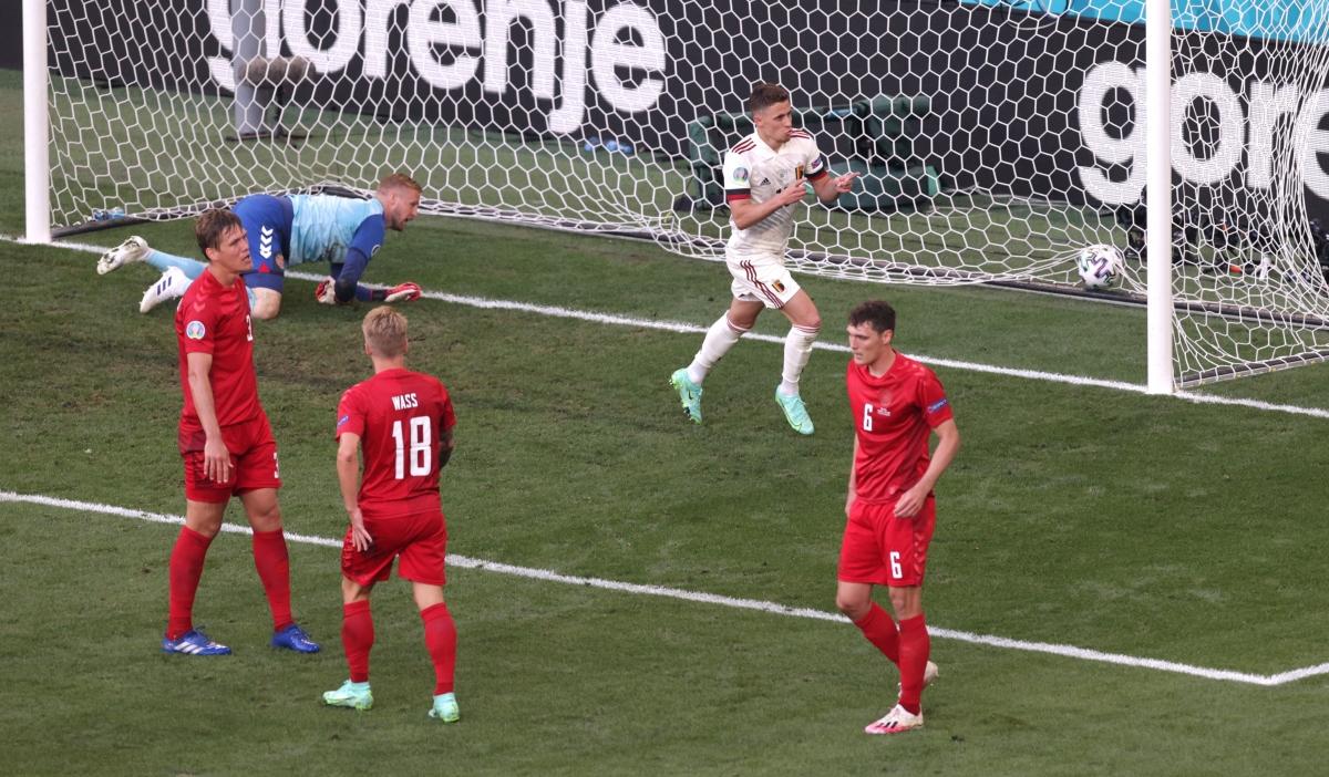 Thorgan Hazard đưa trận đấu về vạch xuất phát. (Ảnh: Reuters)