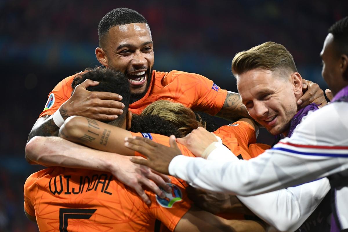 Với 6 điểm sau 2 lượt trận, Hà Lan trở thành đội thứ 3 giành vé vào vòng knock-out EURO 2021 sau Italia và Bỉ.