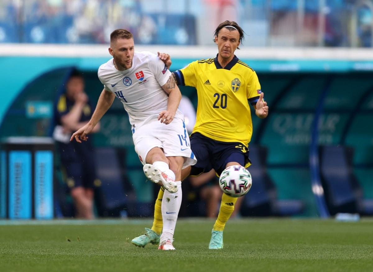 Thụy Điển và Slovakia nhập cuộc chậm rãi, thận trọng. (Ảnh: Reuters)
