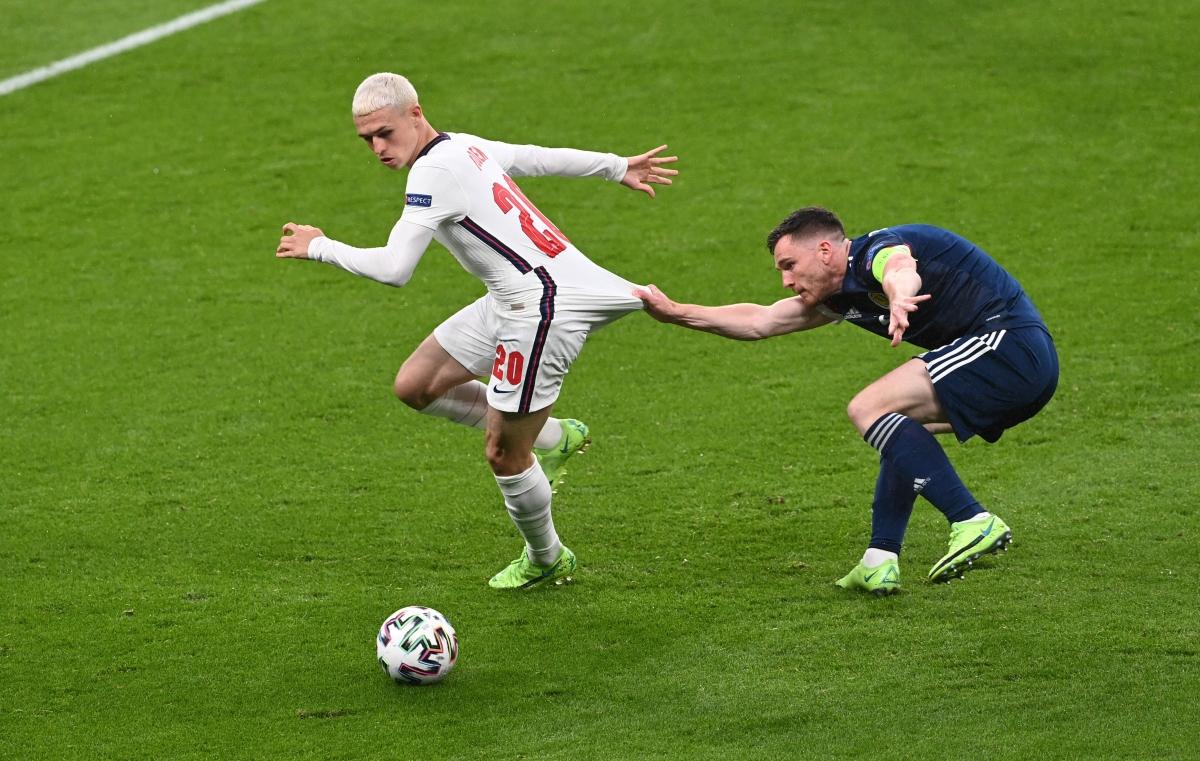 Các cầu thủ Scotland vẫn đang gây ra rất nhiều khó khăn cho ĐT Anh trên sân Wembley. (Ảnh: Reuters).