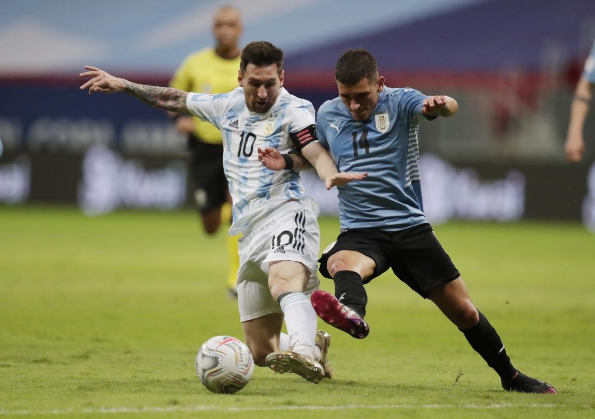 Messi góp một đường kiến tạo giúp Argentina giành chiến thắng trước Uruguay (Ảnh: Reuters).