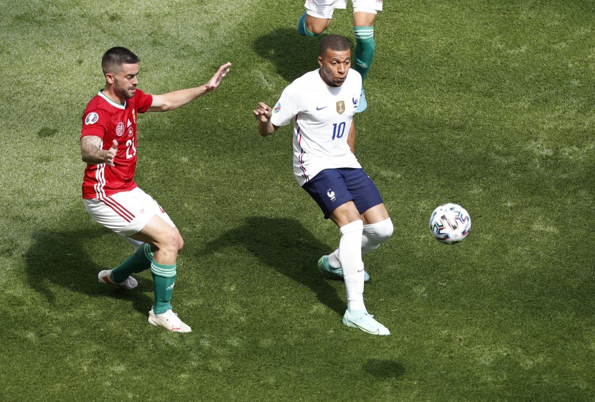 Mbappe bỏ lỡ cơ hội ghi bàn rõ rệt. (Ảnh: Reuters).