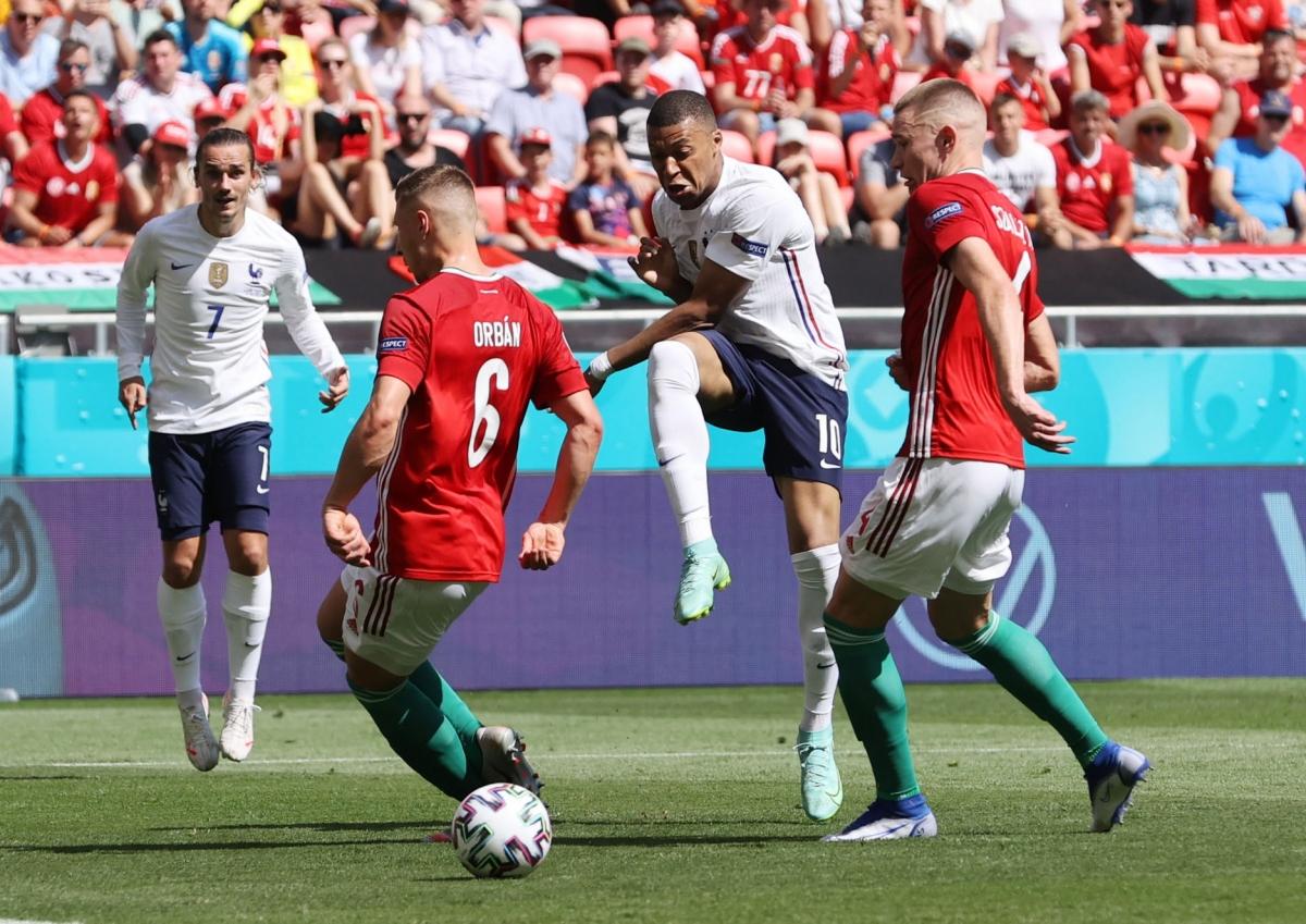 Tấn công nhiều mà không ghi được bàn thắng, Pháp đã phải trả giá bằng bàn thua ở phút bù giờ trong hiệp một. (Ảnh: Reuters).