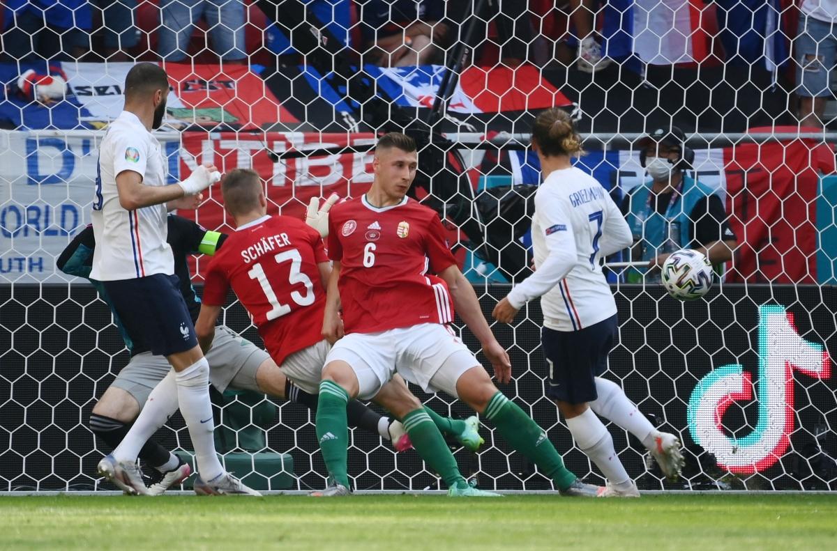 Griezmann ghi bàn thắng dễ dàng, quân bình tỷ số. (Ảnh: Reuters).