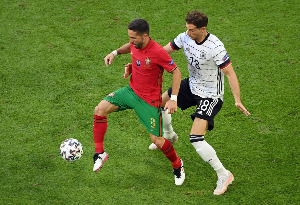 Bồ Đào Nha đang nỗ lực để tìm kiếm bàn gỡ (Ảnh: Reuters).