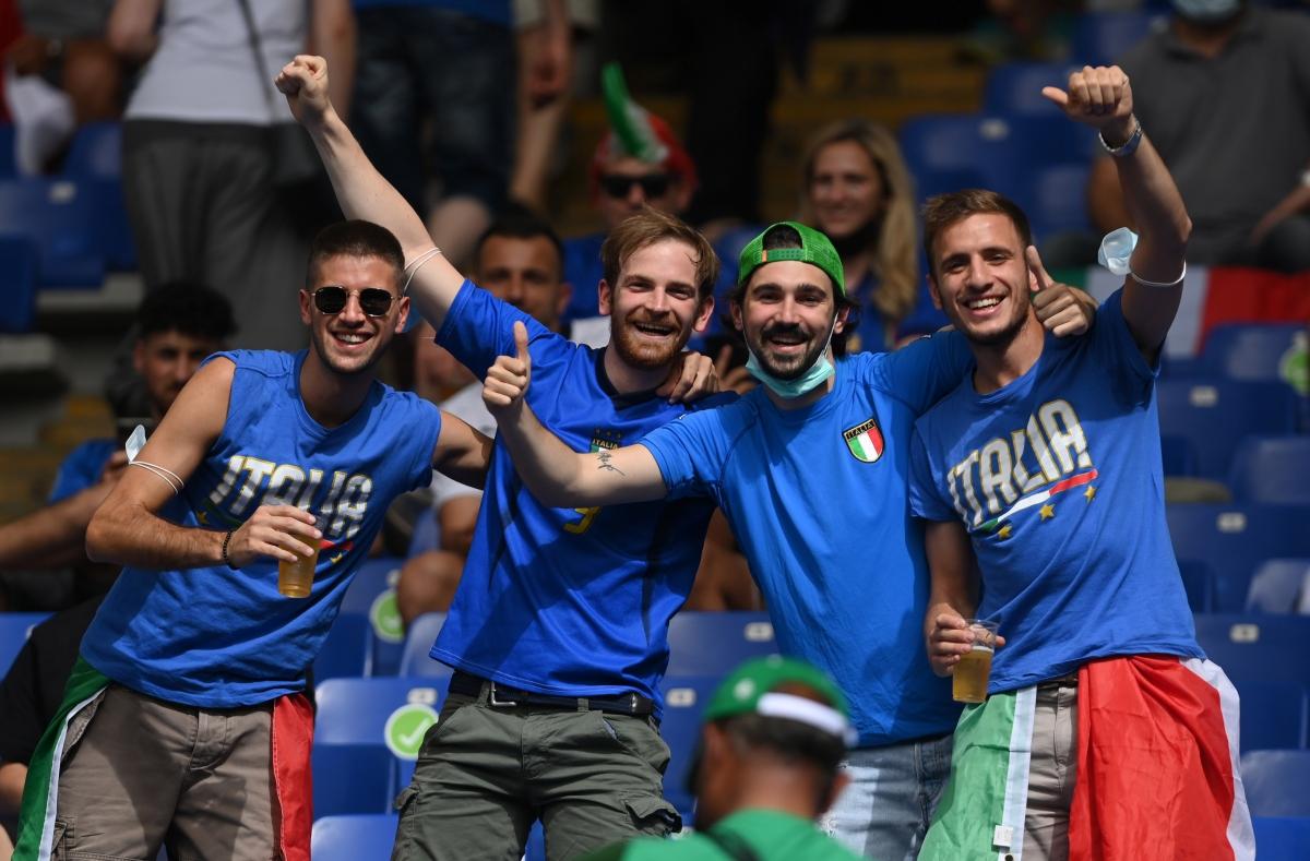 Mọi ngả đường đều dẫn tới thành Rome đêm nay. (Ảnh: Reuters).