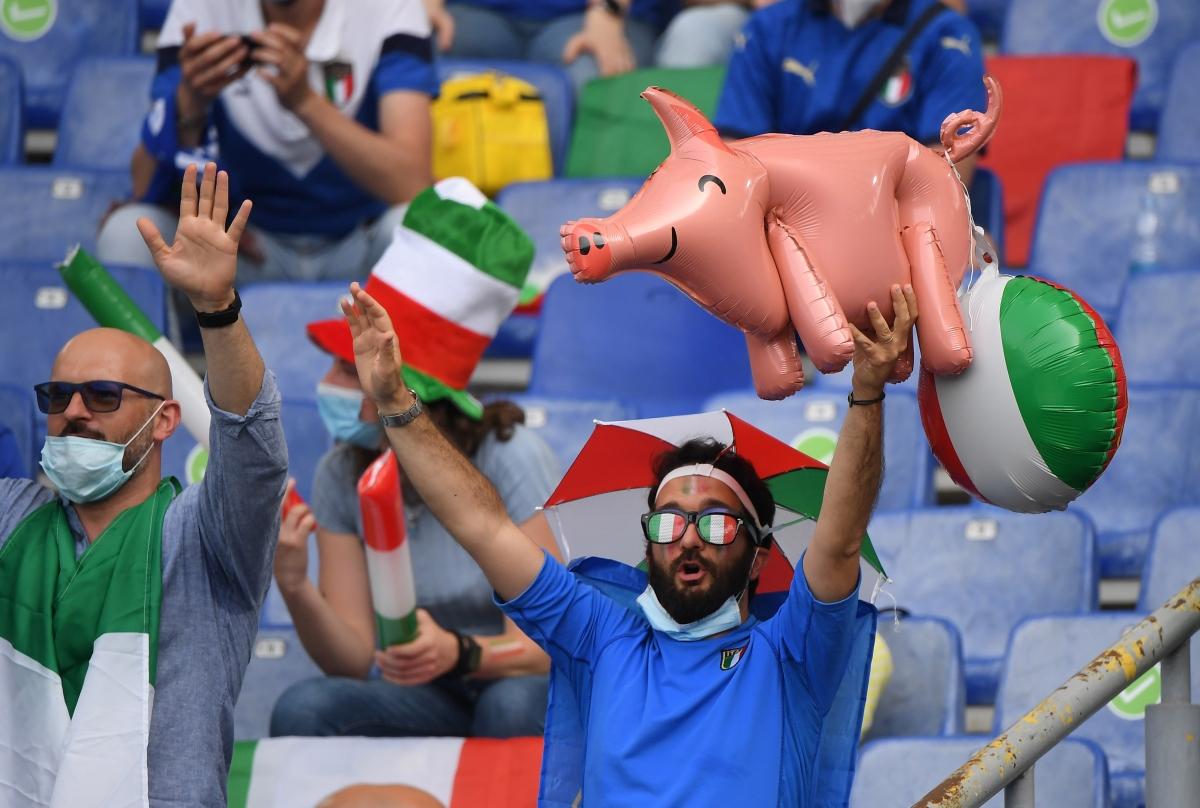 Hình ảnh ngộ nghĩnh ở Olimpico. (Ảnh: Reuters).