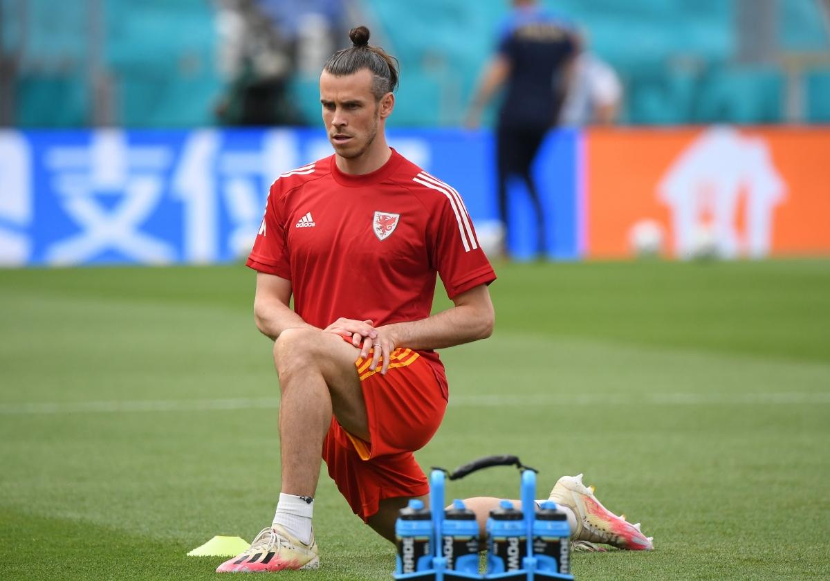 Gareth Bale mặt đăm chiêu trước trận đấu. (Ảnh: Reuters).
