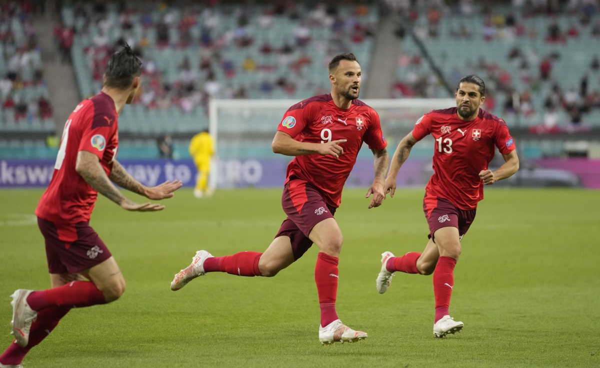 Seferovic mở tỷ số cho Thụy Sĩ ở phút thứ 6. (Ảnh: Reuters)