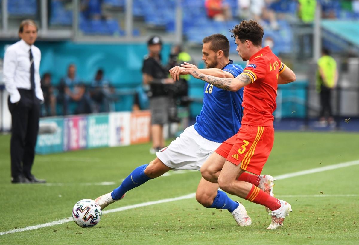 Italia vẫn kiểm soát thế trận dù chỉ tung đội hình 2 vào sân trước Xứ Wales. (Ảnh: Reuters).