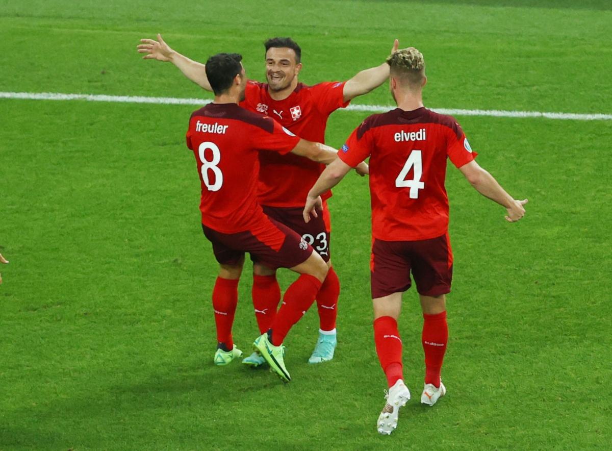 Thụy Sĩ lạnh lùng dẫn trước 2-0 dù Thổ Nhĩ Kỳ thi đấu đầy quyết tâm. (Ảnh: Reuters)