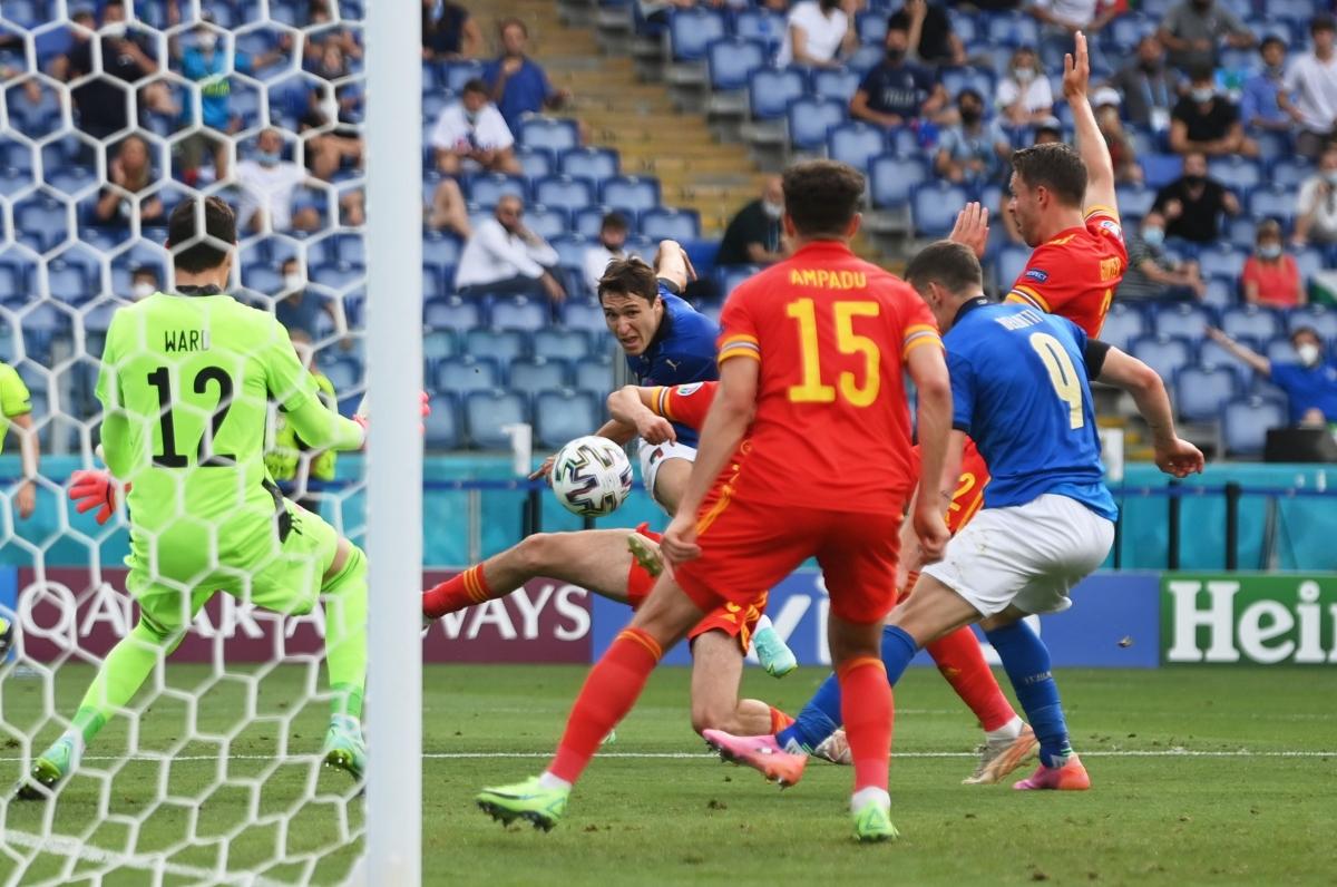 Xứ Wales lùi về chấp nhận thua 0-1 ở những phút cuối, trong khi Italia tạo điều kiện cho mọi cầu thủ trong danh sách dự EURO 2021 được ra sân.